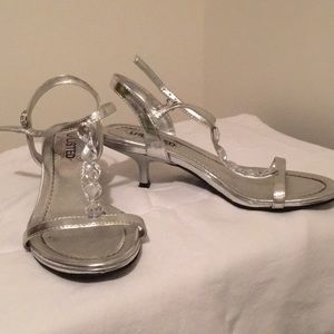 Strapping silver sandals